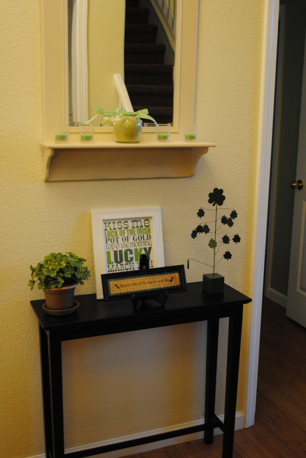 Image of: Entryway tables and mirror