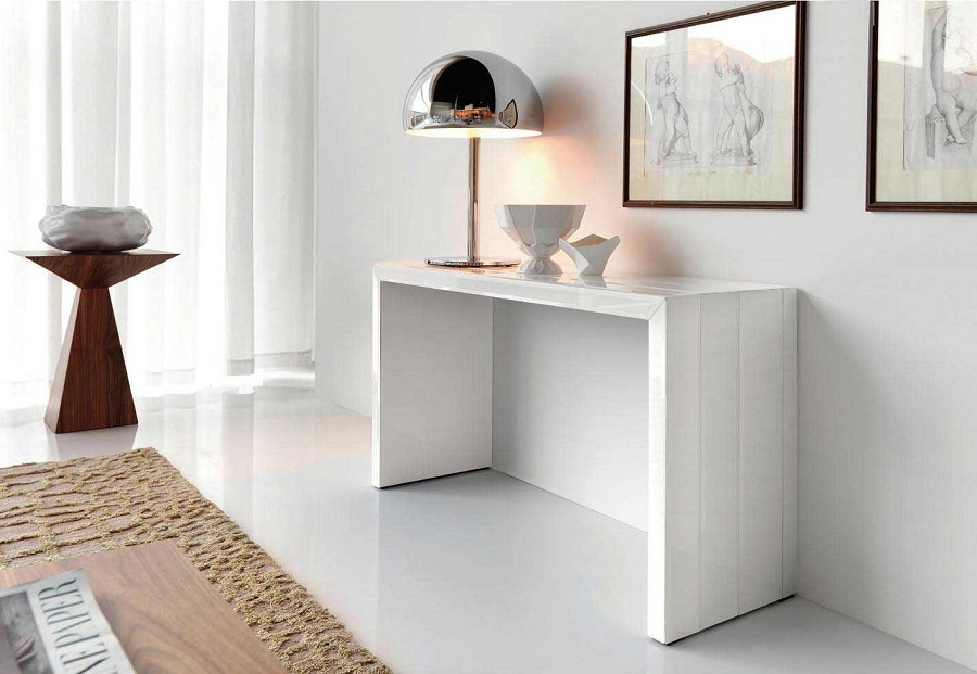 Picture of: Contemporary Console Tables and Lamps