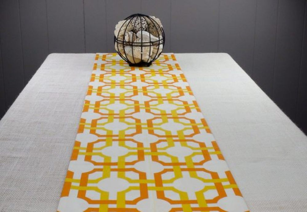Image of: Contemporary Table Runners Ideas