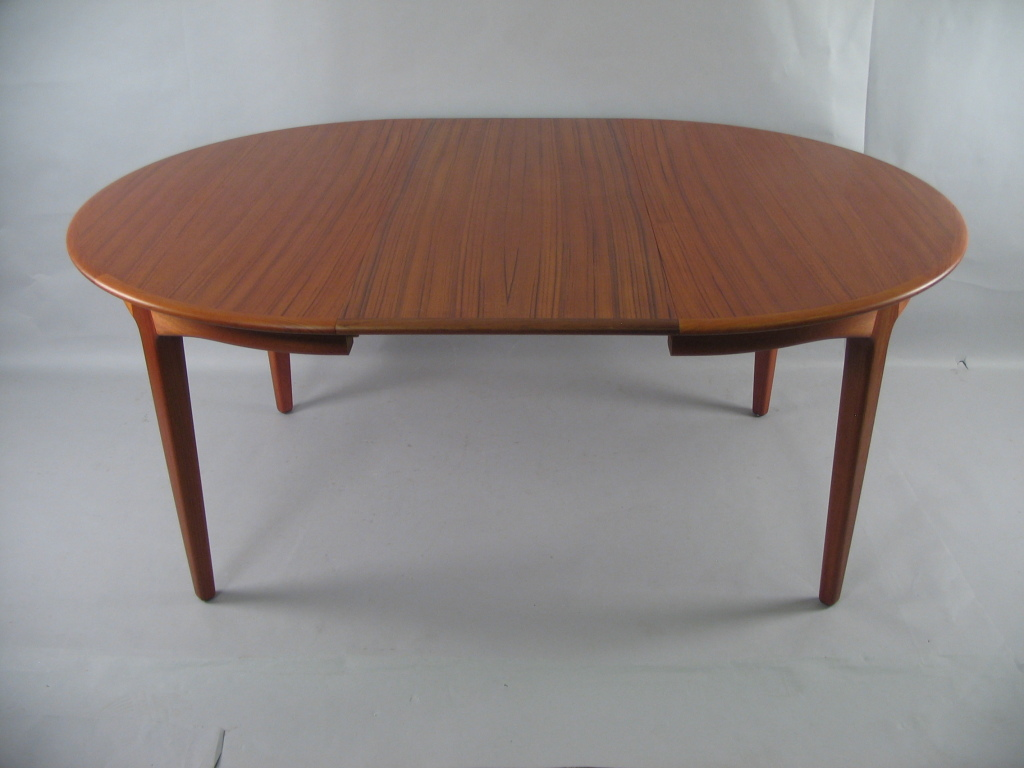 Picture of: Cute Round Extension Dining Table