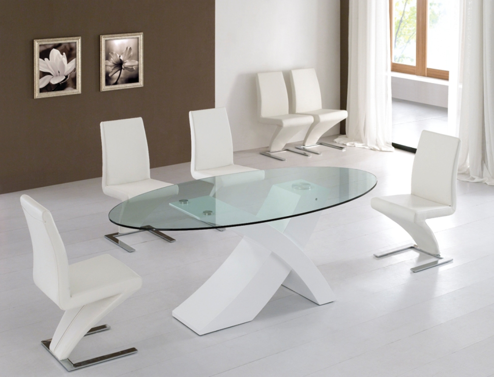 Image of: Oval Contemporary Glass Dining Table