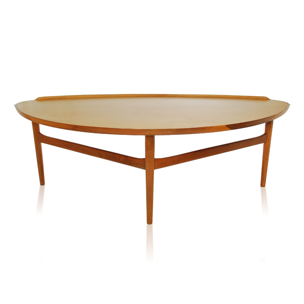 Picture of: Round Contemporary Cocktail Tables
