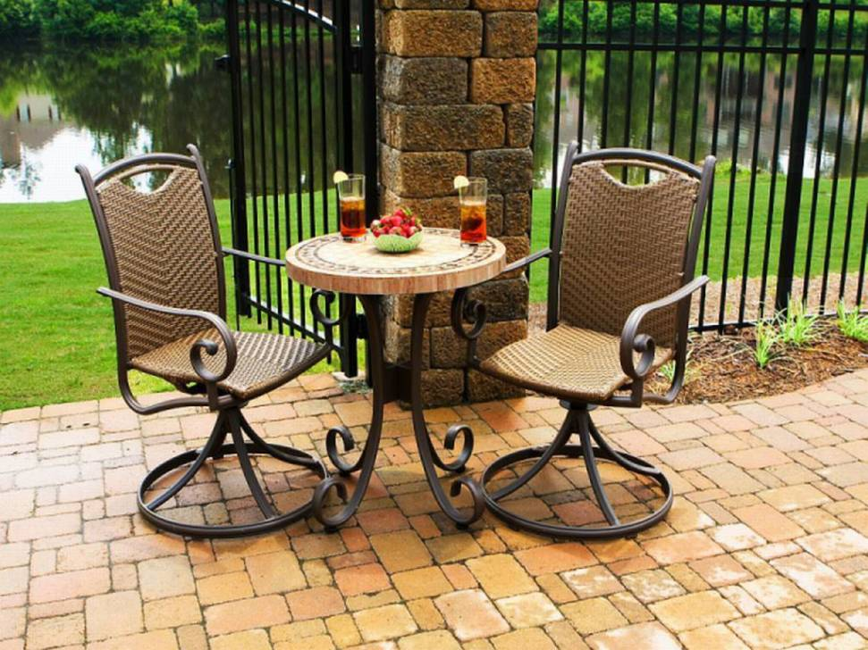 Picture of: Bistro Patio Table and Chairs Bar Height Ideas