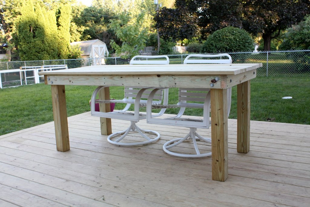 Image of: Classic Wood Patio Dining Table