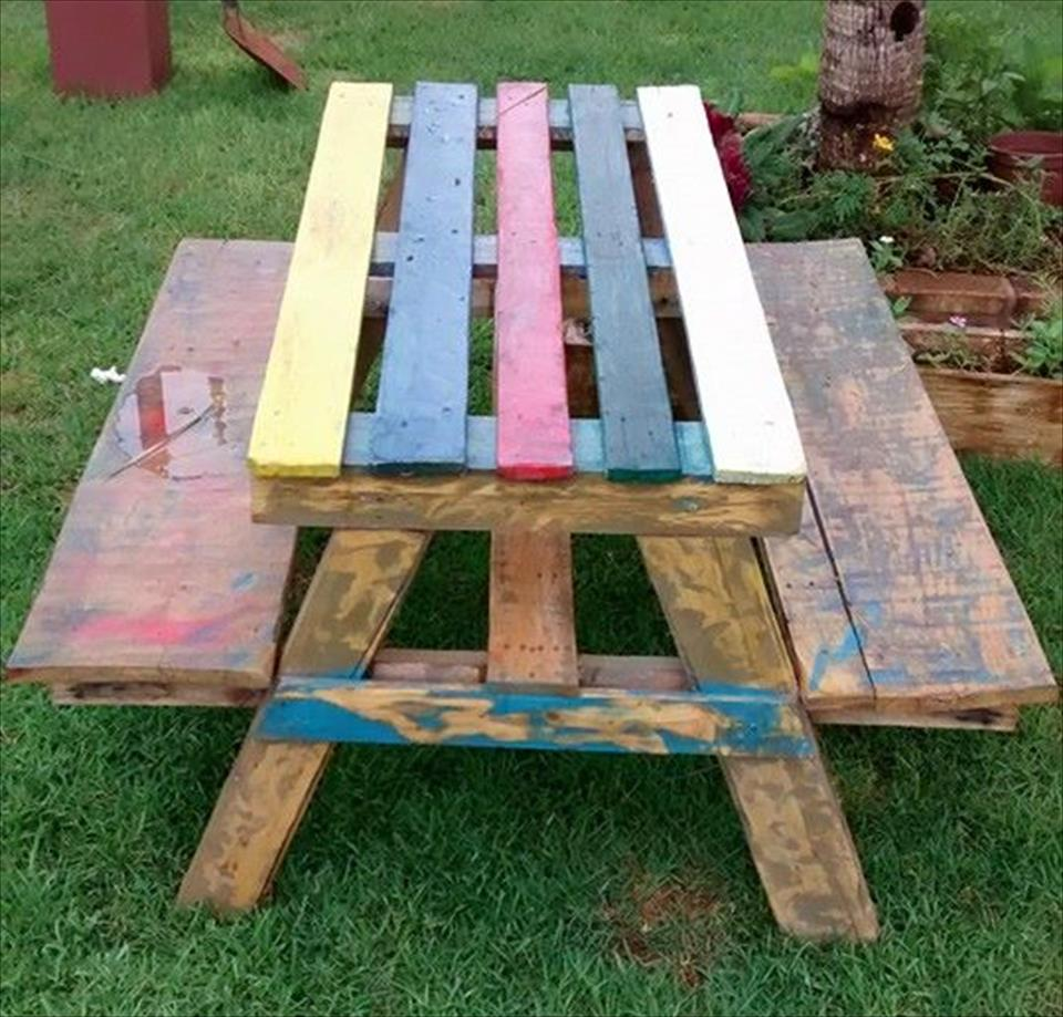 Image of: Colorful Pallet Picnic Table