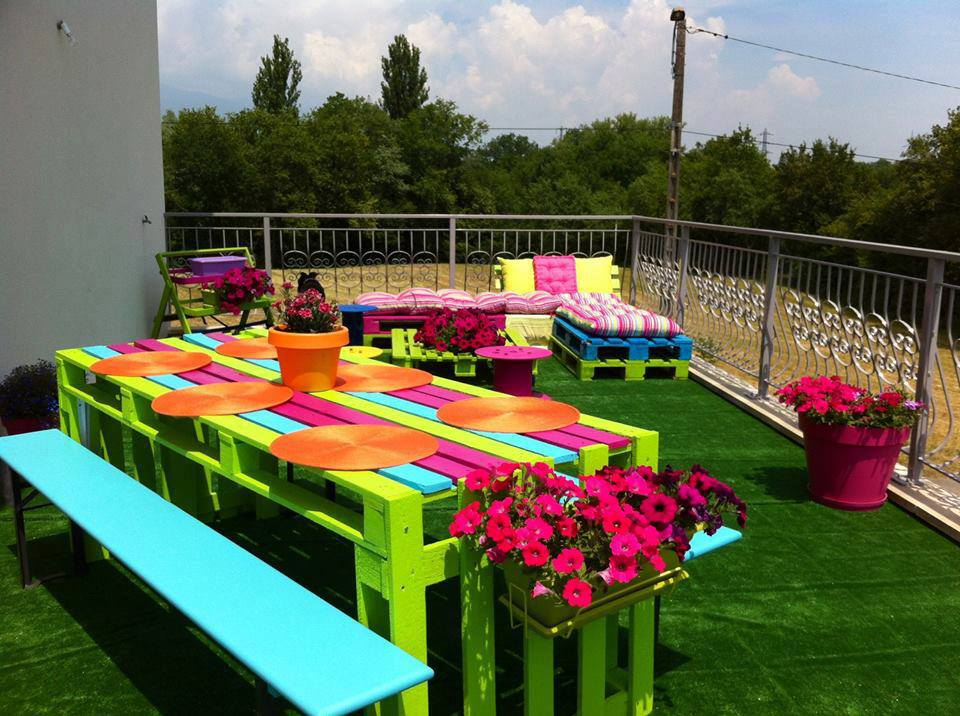Image of: Cozy Pallet Picnic Table