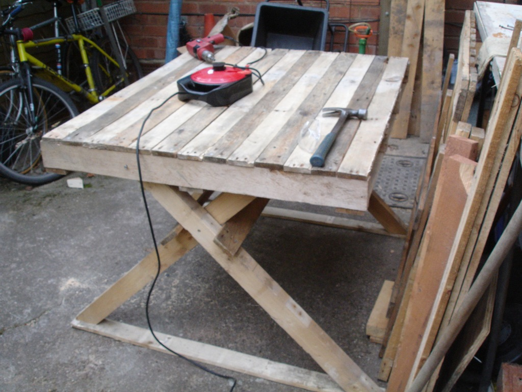 Image of: Creative Pallet Picnic Table