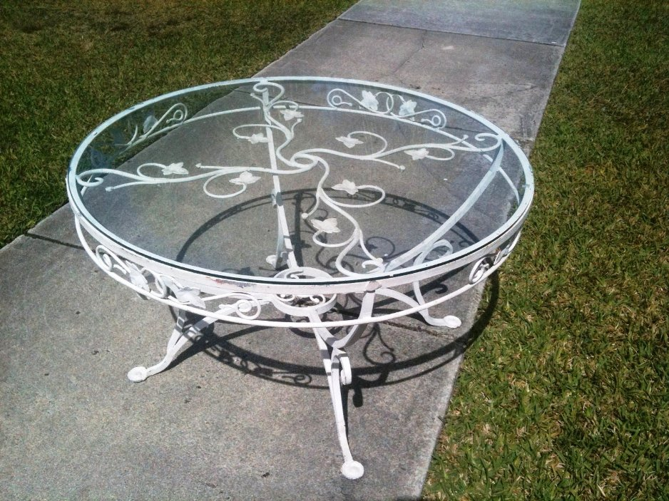 Picture of: Diy Wrought Iron Patio Coffee Table