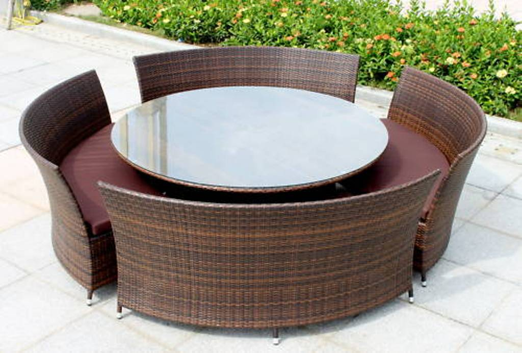 Picture of: Modern Round Patio Dining Table
