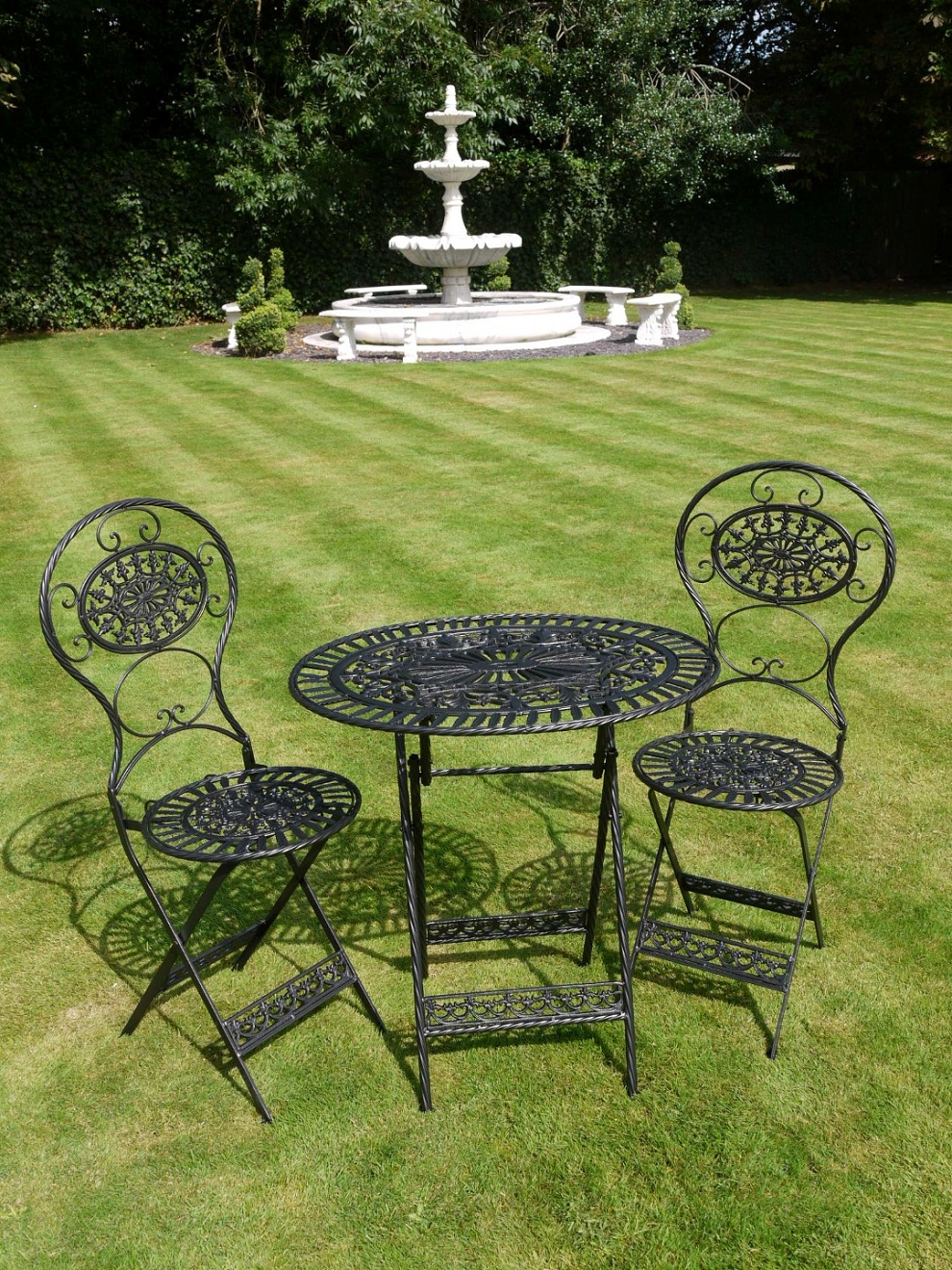 Image of: Outdoor Bistro Table and Chairs Garden