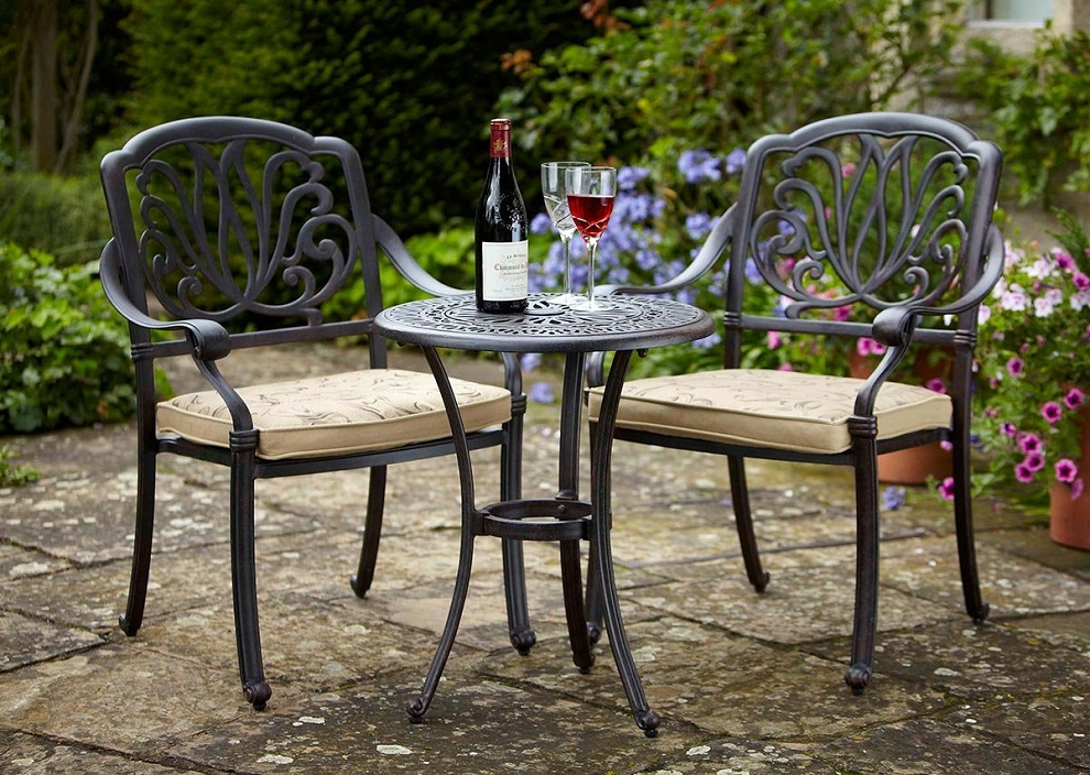 Image of: Outdoor Bistro Table and Chairs Ideas