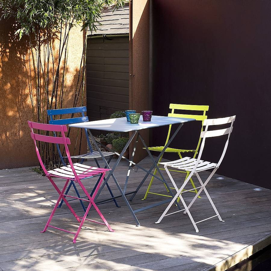 Image of: Outdoor Bistro Table and Chairs Paint