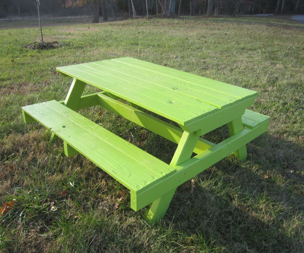 Image of: Pallet Picnic Table Kids