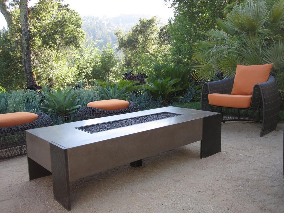Image of: Patio Table with Firepit Modern