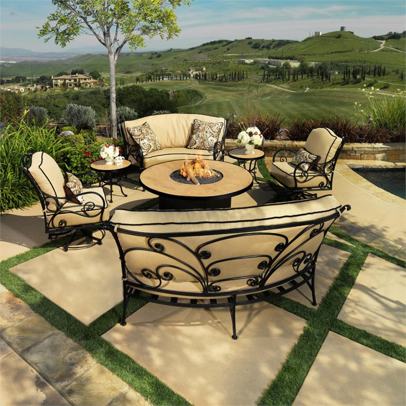Image of: Round Firepit Table Set
