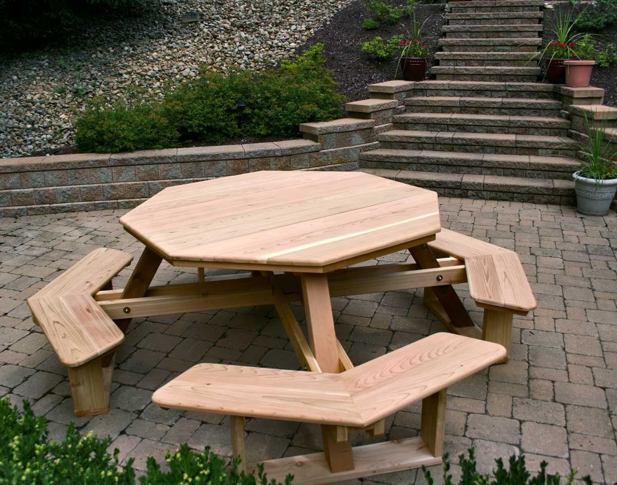 Picture of: Round Pallet Picnic Table