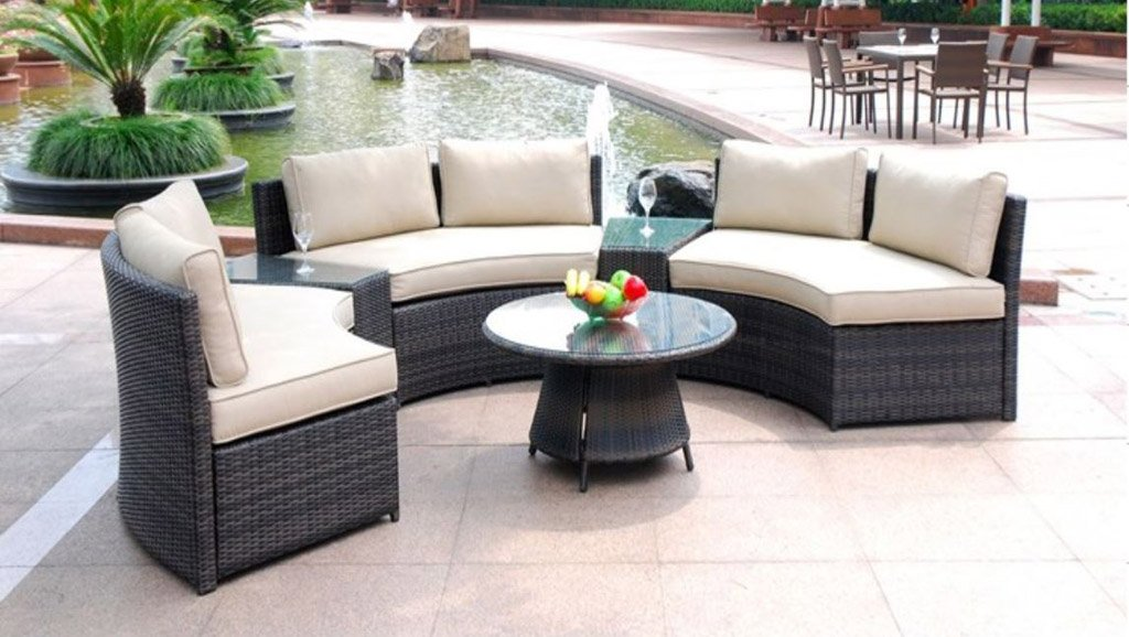 Picture of: Round Patio Coffee Table Glass Top