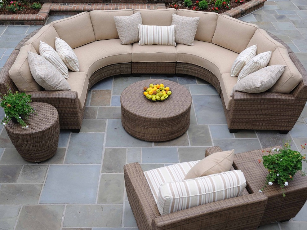 Picture of: Round Patio Coffee Table Wicker