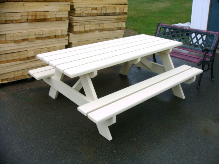 Picture of: White Pallet Picnic Table