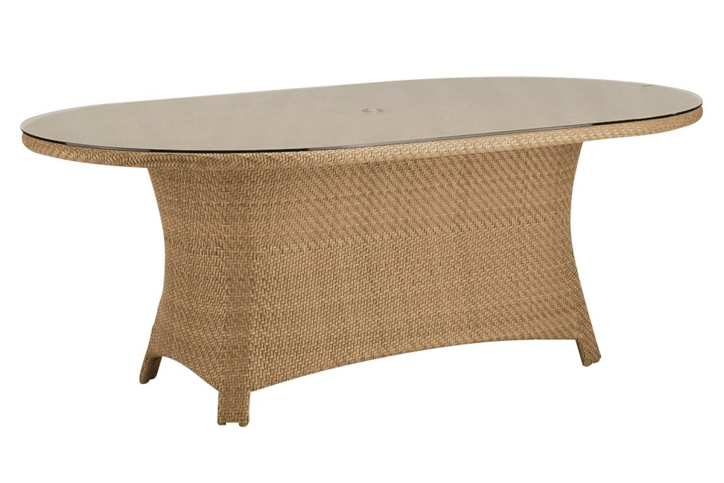 Picture of: Wicker Patio Dining Table Style