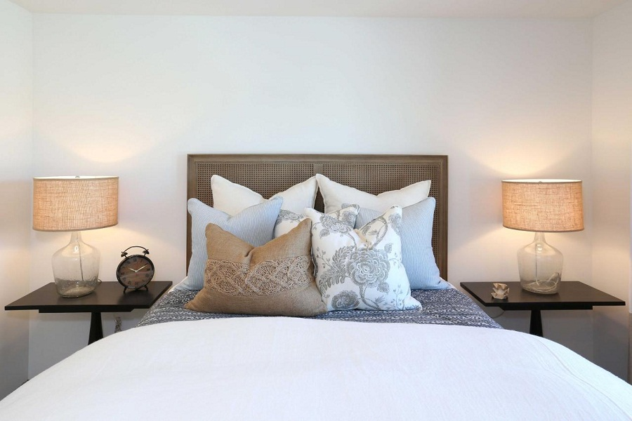 Image of: White Transitional Bedroom with Mercury Table Lamp