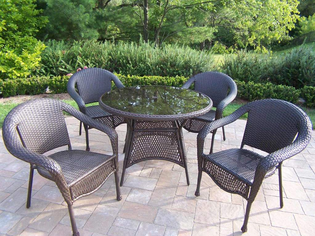 Picture of: 60 Inch Round Patio Table Design