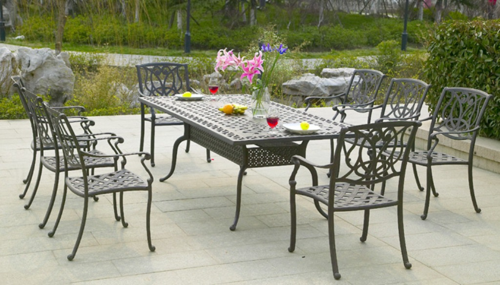 Picture of: Aluminum Patio Tables with Plastic Teak Top