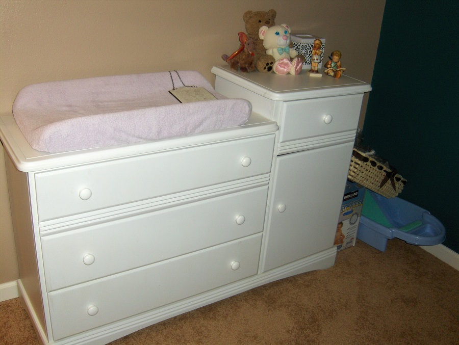 Image of: Best Baby Dresser Changing Table