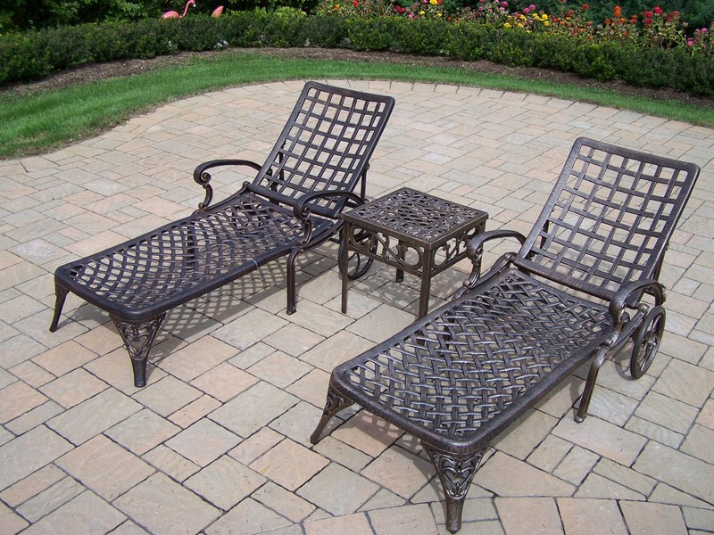 Image of: Cast Aluminum Patio Table and Chairs