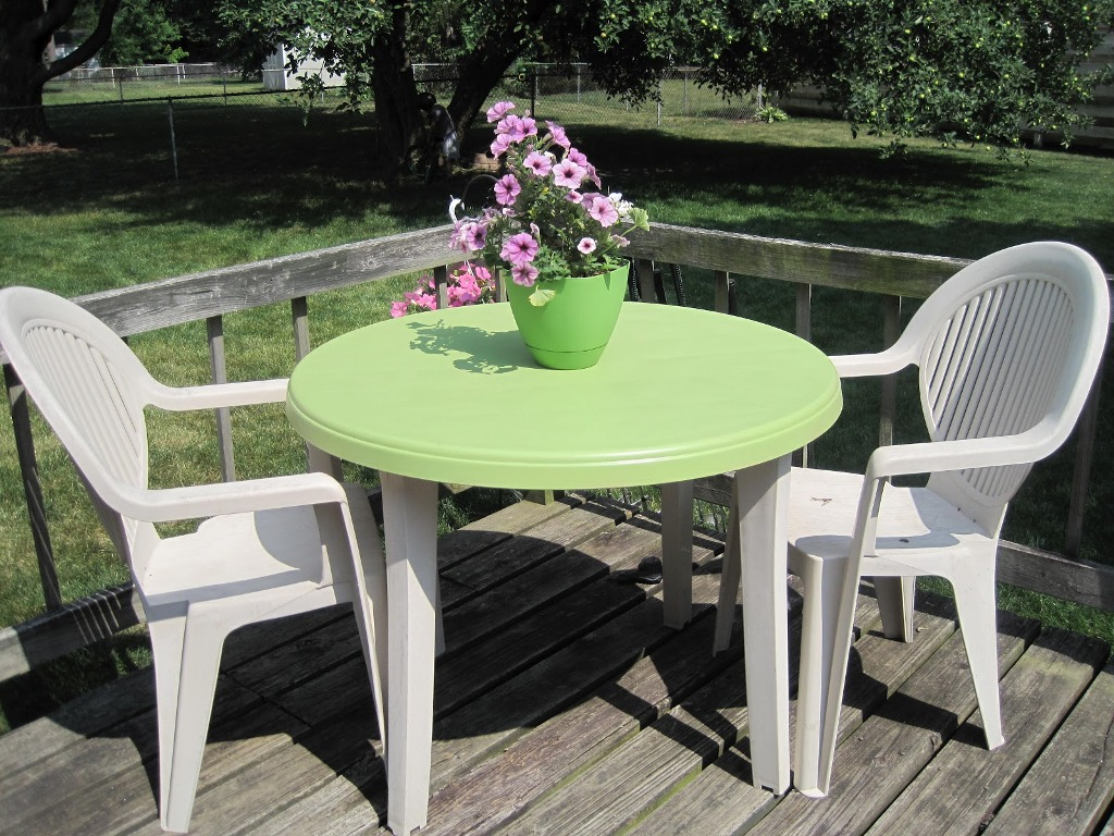 Image of: Cheap Resin Patio Table