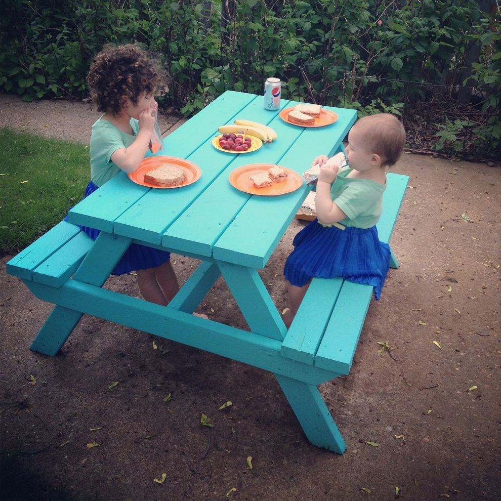 Image of: Childrens Picnic Table Blue Sky