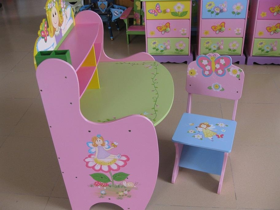Image of: Childrens Tables and Chairs Pink