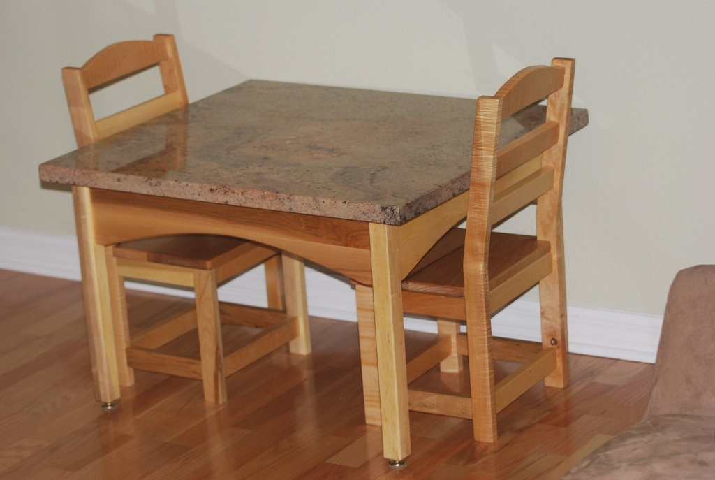 Image of: Wooden Table and Chairs Design