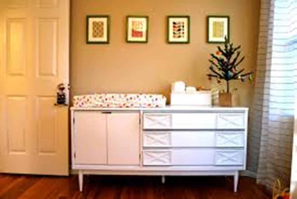 Image of: Crib Dresser changing Table Set