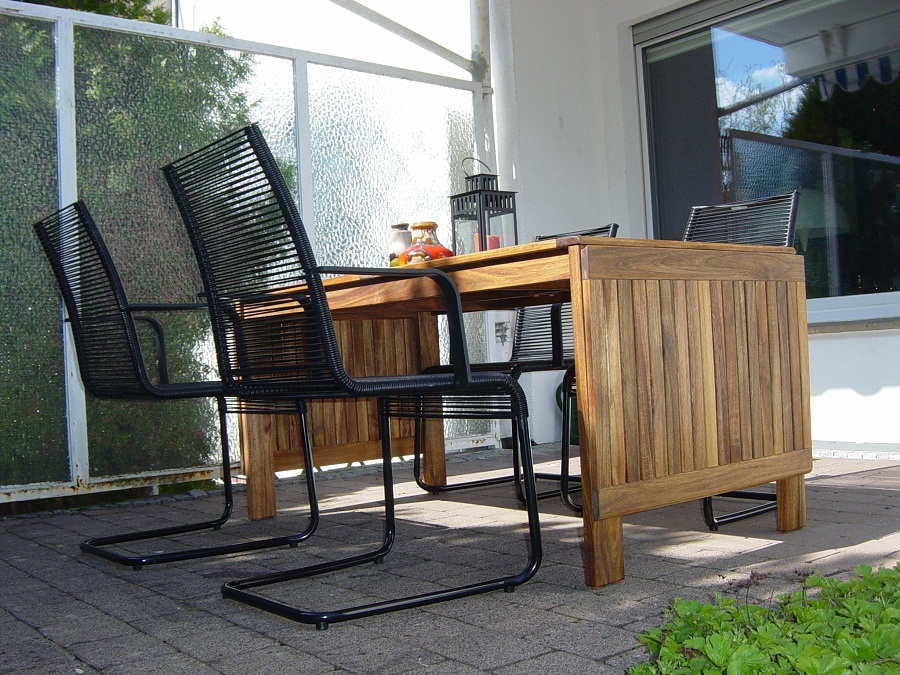 Picture of: Folding Outdoor Dining Table Ideas