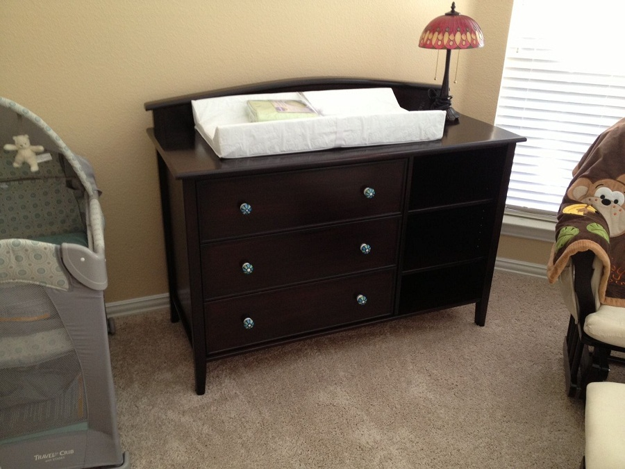 Image of: Hand Crafted Changing Table and Dresser