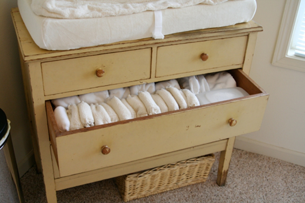 Image of: Ikea Gulliver Changing Table Dresser