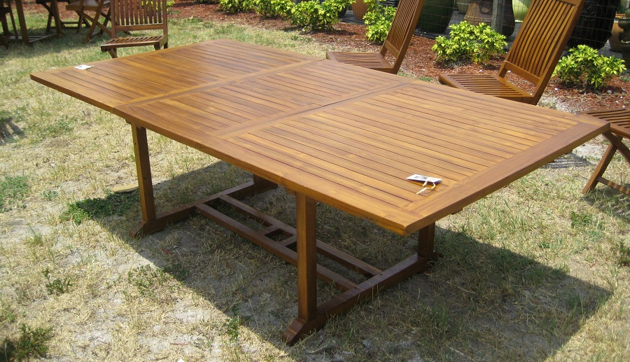 Image of: Large Folding Outdoor Dining Table