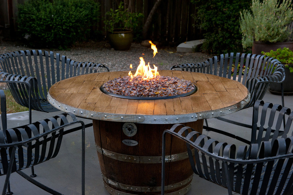 Picture of: Outdoor Dining Table with Fire Pit Diy