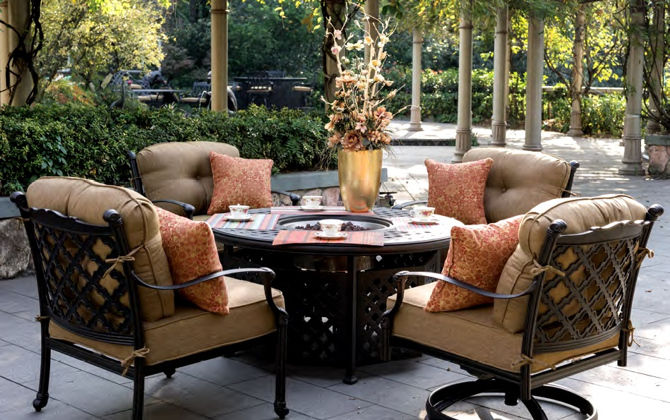Image of: Outdoor Dining Table with Fire Pit Round