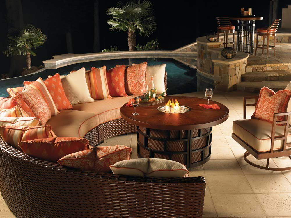 Image of: Outdoor Dining Table with Fire Pit Small