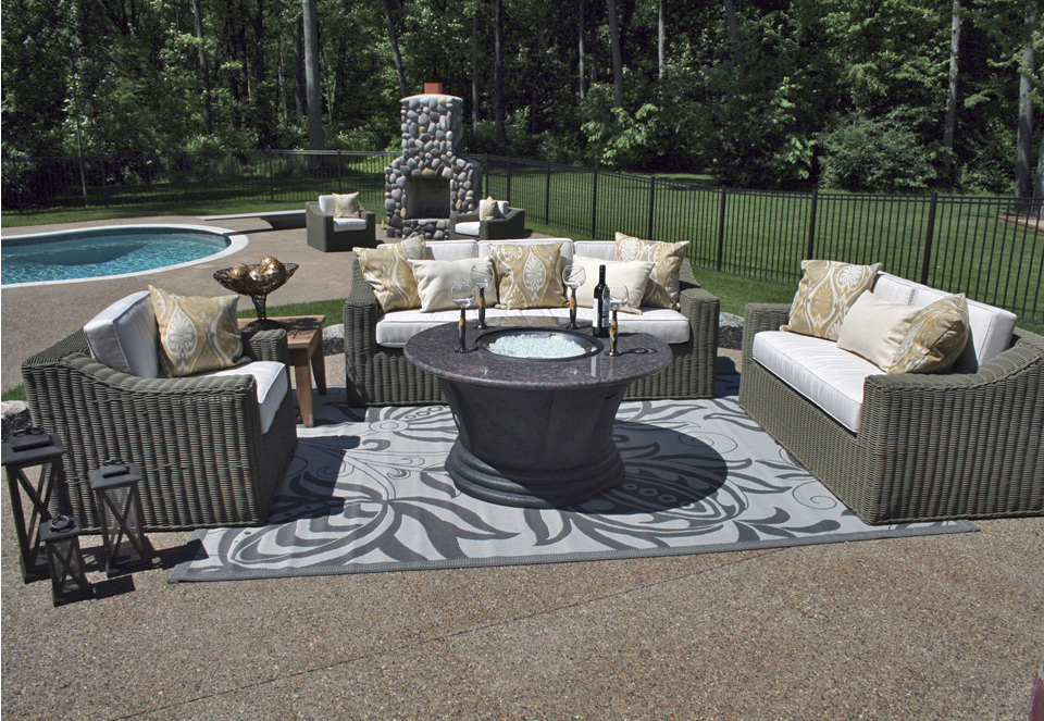 Image of: Patio Fire Table Furniture