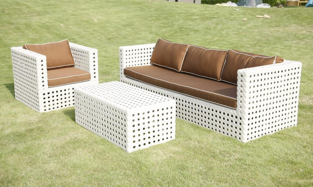 Picture of: Resin Patio Table Ideas