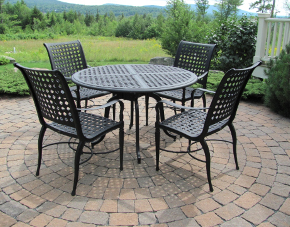Picture of: Stylish 60 Inch Round Patio Table