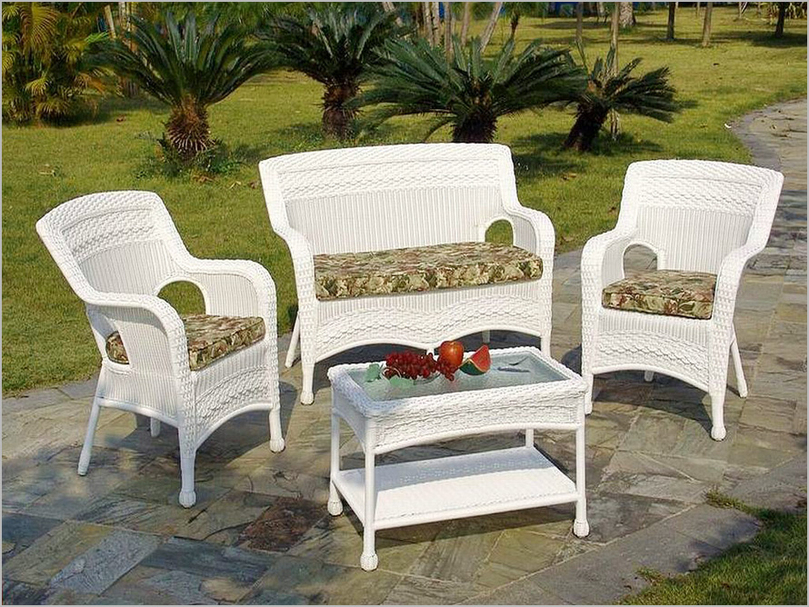 Picture of: White Resin Patio Table