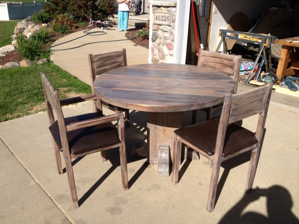 Picture of: reclaimed wood round dining table ideas set