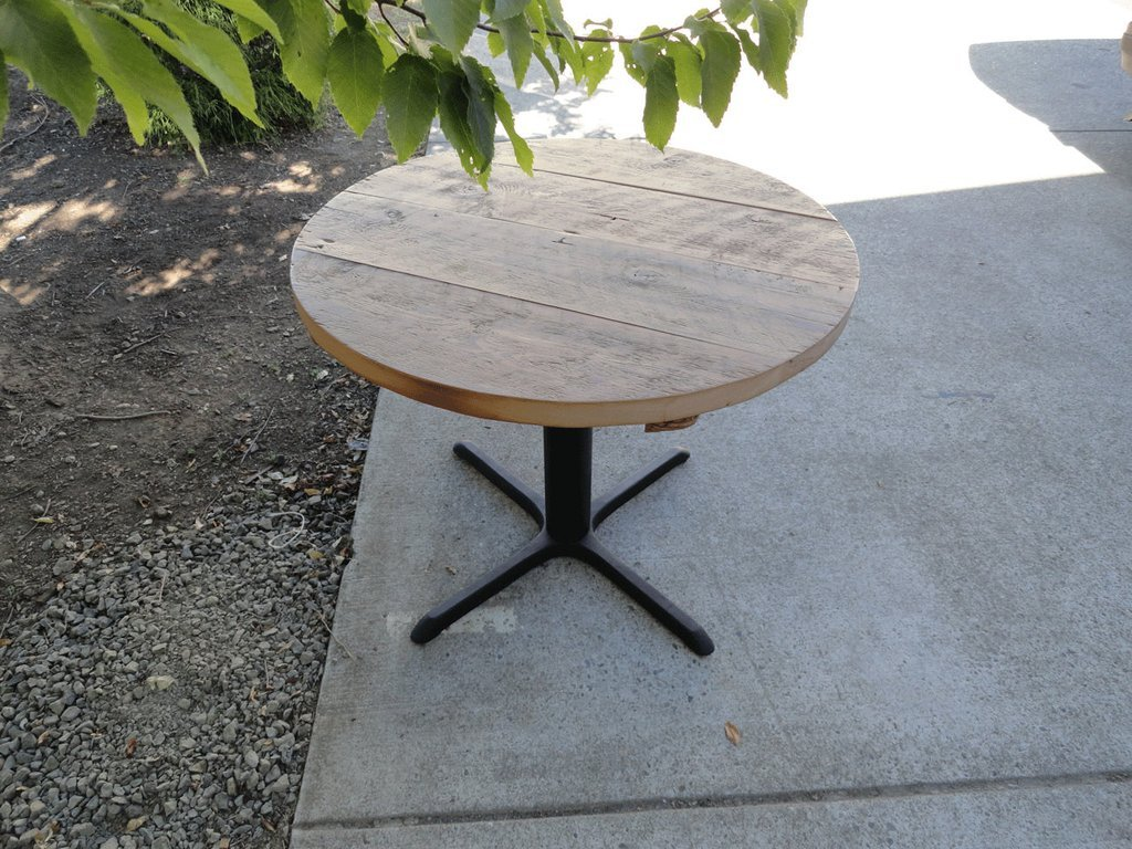 Picture of: reclaimed wood round dining table