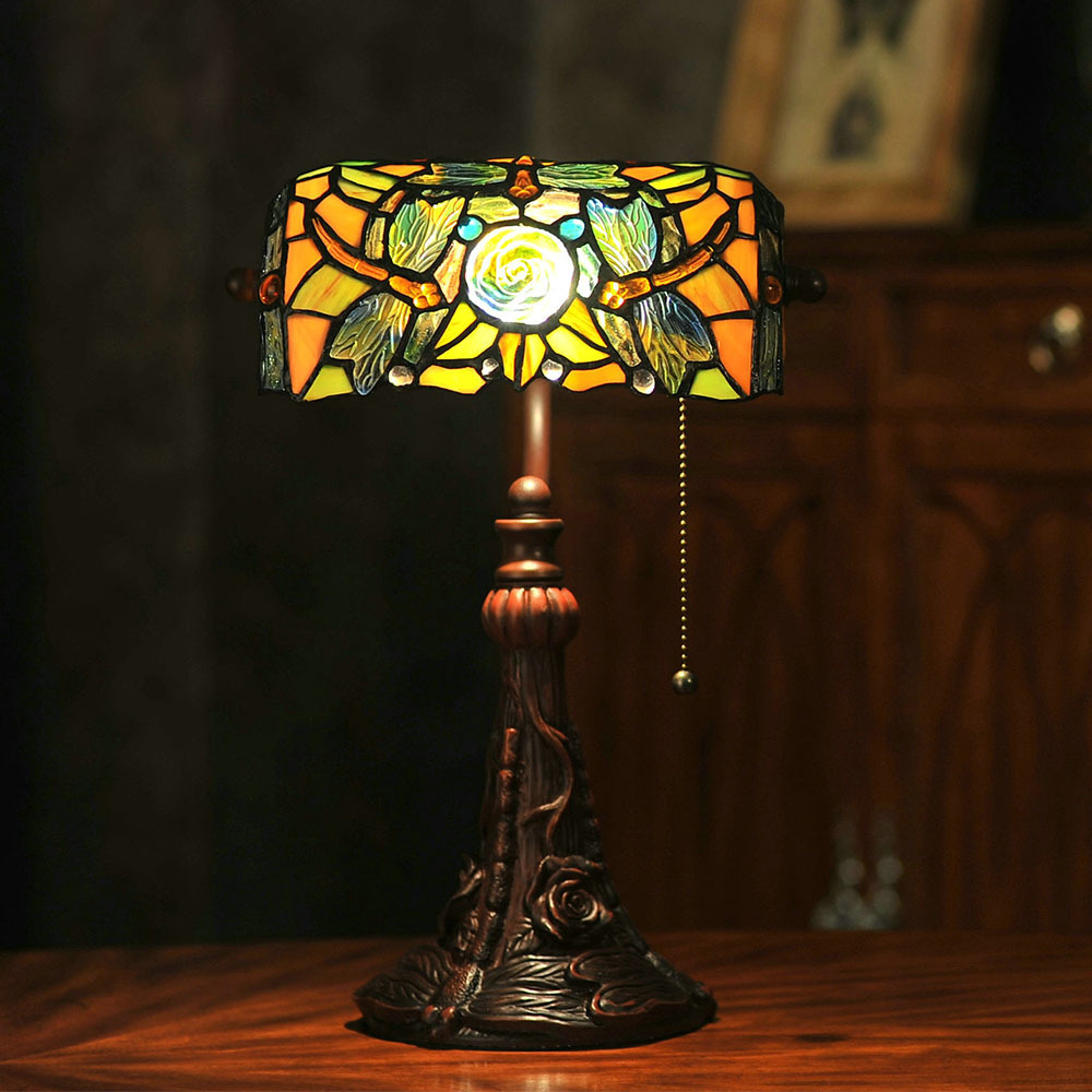 Image of: Tiffany Glass Lamp Shades for Table Lamps