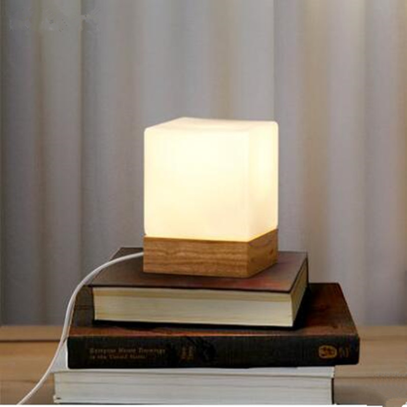 Image of: Modern Glass Lamp Shades for Table Lamps