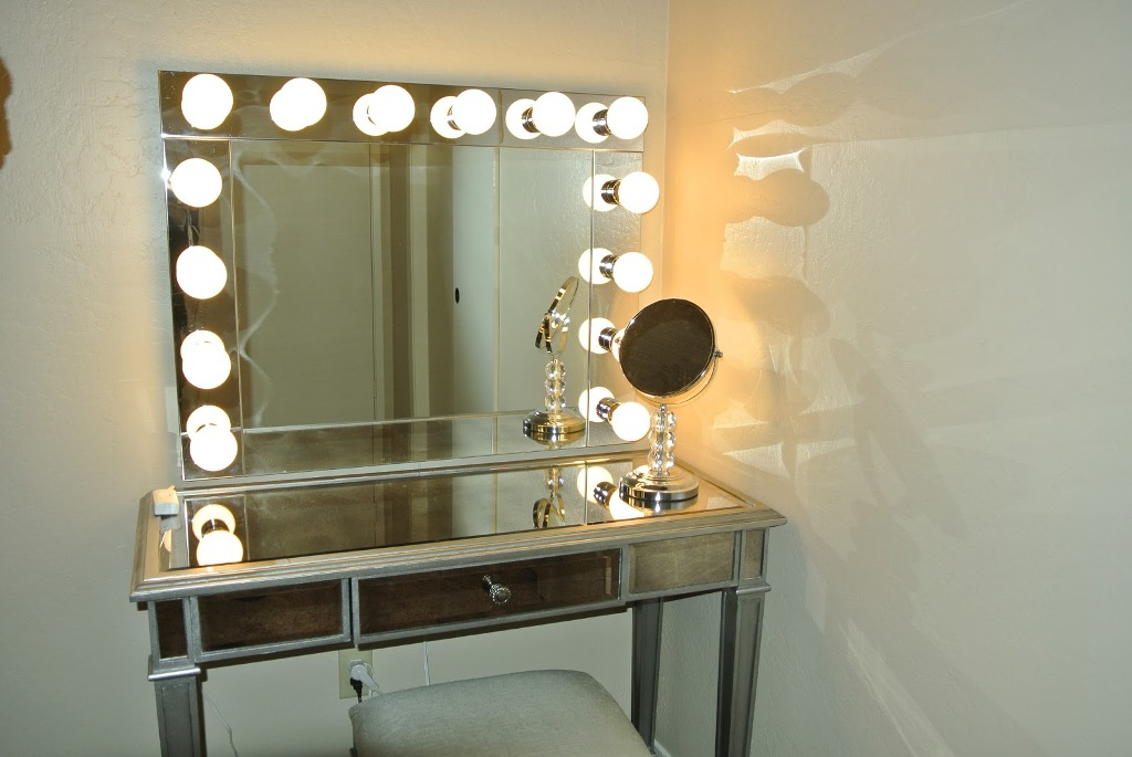 Picture of: Makeup Vanity Table with Lights Flashing
